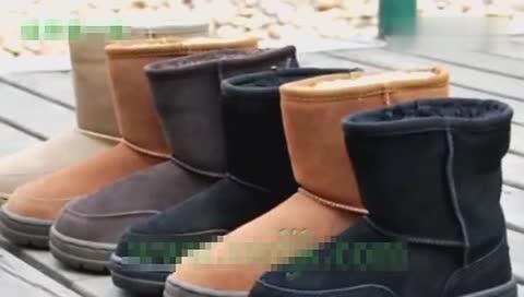 求助棕色翻毛皮雪地靴沾上了油渍,有何妙招清洗干净?急