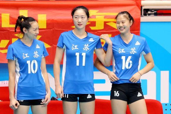 中国女排VS多米尼加,郎平不带曾春蕾导致龚翔宇受伤后无正牌接应,她是不是轻敌了?