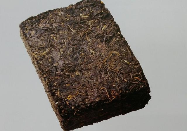普洱茶茶饼和普洱茶砖有什么区别阿?