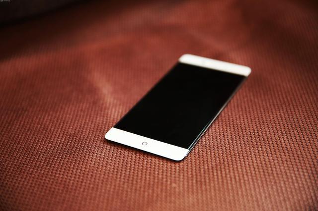 HTC M7的设计用3年,国产坚持创新只剩一家
