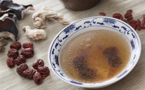 红枣和枸杞和桂圆菊花一起泡水喝有什么好处?可以天天喝吗?