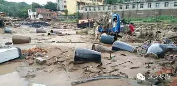 洪水吞噬了他的父亲和一双儿女!数百万财产仅剩30多元