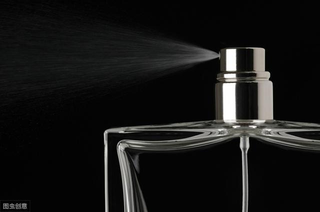 如何正确涂香水