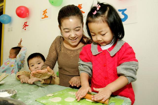 在孩子成长中,作为父母我们要注意,儿童情绪调节发展的特点