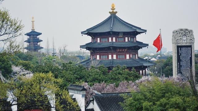 姑苏城外寒山寺中的寒山是一座山的名字,还是一个人的名字