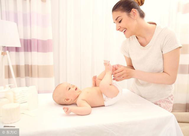 新生儿一天大便,小便几次是正常的?母乳、奶粉喂养的便便很不同.宝妈们知道有什么区别吗