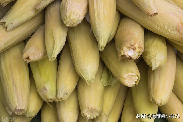 玉米不要清水直接煮,多加这2样,煮出玉米清甜好吃又营养
