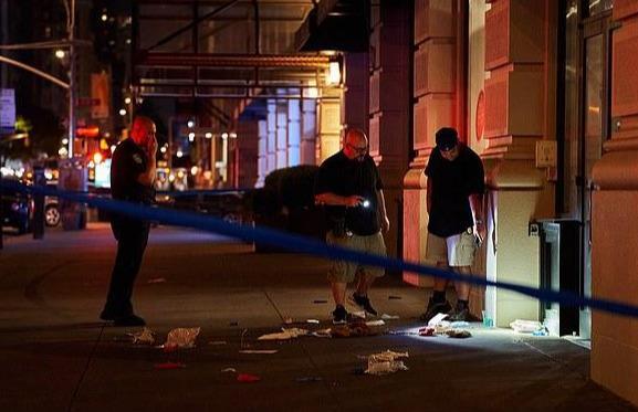 在酒吧被摸臀,美国情侣惨遭报复:黑人枪响,女孩为男友挡枪而死