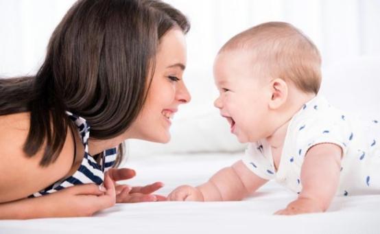 為什么寶寶做錯事被罵哭后,還要求抱抱?這些原因很重要