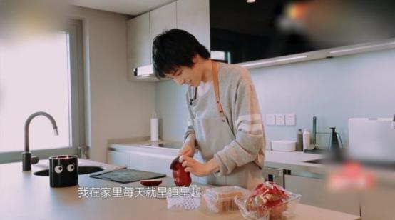 华晨宇北京新家曝光,时隔6年大变样,多才多艺的花花厨艺这么好