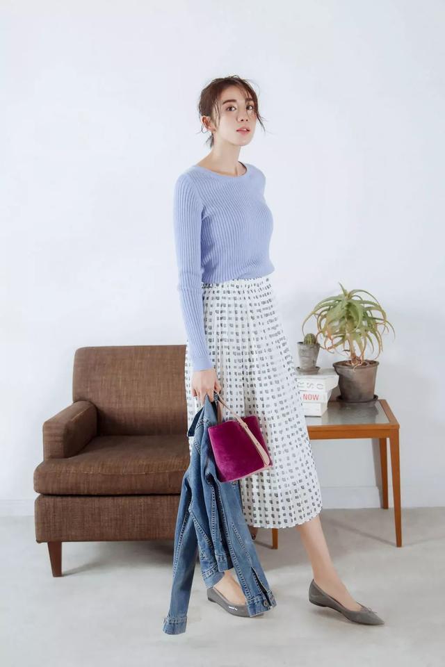 40歲以上的女人,氣質打造比時髦穿搭更重要,日系極簡風格就不錯