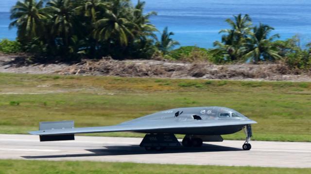美媒:中国海军系列演习前夕,美国三架B-2前出迭戈加西亚