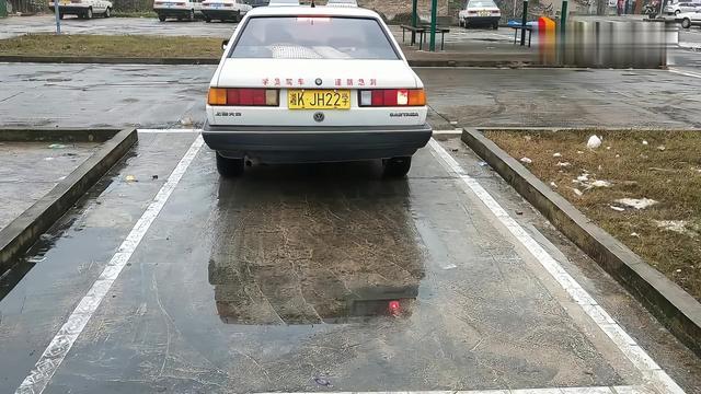 科目二坡道起步如何判断车辆半联动状态?可以用仪表盘吗