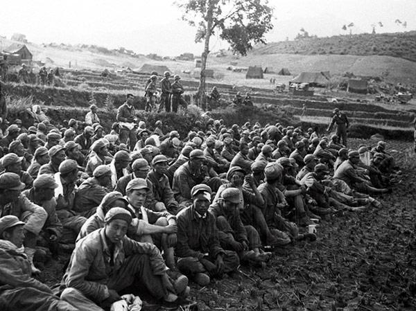农民:美军烧毁了小麦,谁来给我们做主啊?联合国会管么?