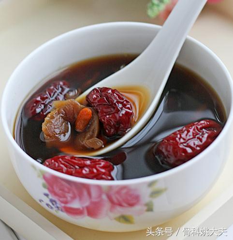 红枣枸杞桂圆肉菊花泡水喝,有哪些功效?