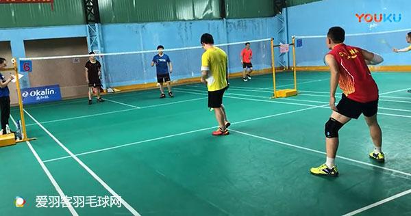 有人说,业余羽毛球双打来回球少,主要是因为防守顶后场差,你怎么看?
