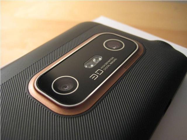 多年前脑洞大开的HTC把裸眼3D搬上手机,搞出世界第二款双摄手机