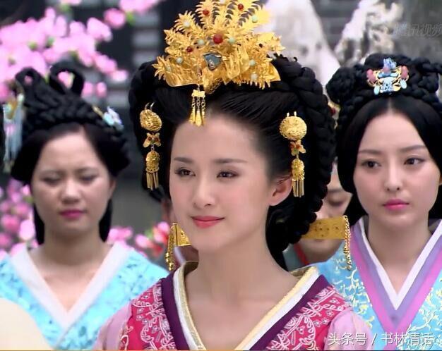 这是一部名叫《凤凰牡丹》的剧,凤冠金钗之华丽堪比《卫子夫》