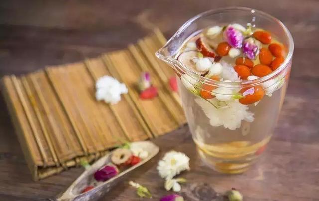 桂圆,枸杞,红枣,菊花一起泡水喝的话有什么功效,有什么副作用?会放胖吗?
