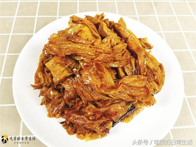 风靡韩国的辣条,自己在家也可以做,麻辣爽口,越吃越想吃