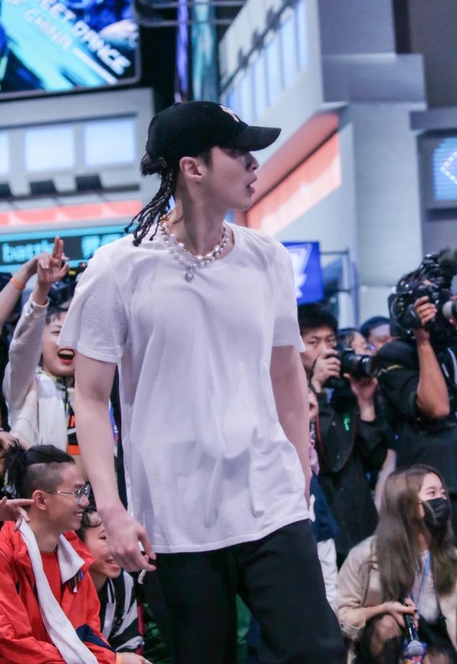 街舞3成潮流风向标,王嘉尔张艺兴示范酷帅街头范,看了就想学