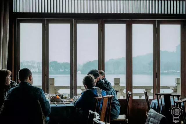 西湖旁边茶庄卖的茶叶好吗