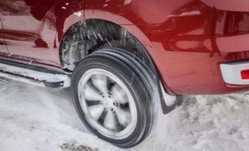高速路湿滑路面上高速行车时,发生状况适时四驱能及时介入提高安全性吗