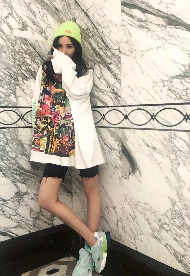 """34岁杨幂,才是真正的女团风穿搭,配得上""""少女妈""""称号"""