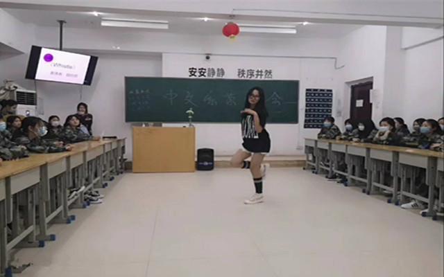 ,活力四射的青春舞蹈配合动感的旋律