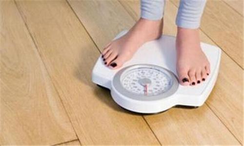 为什么有的产妇一出月子就瘦了,有的依然圆滚滚?