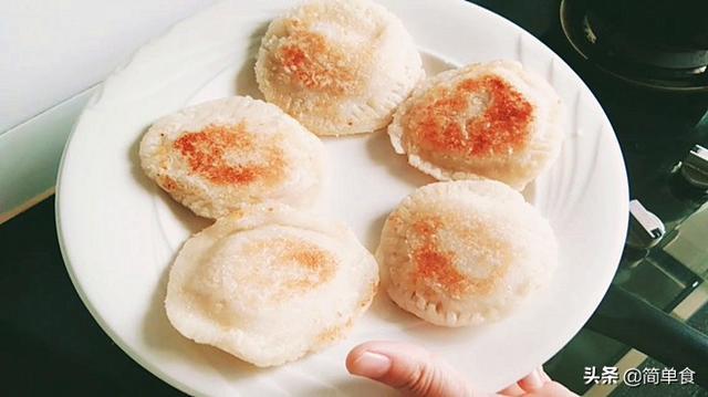这糯米小饼太好吃了,尤其是那芒果流心馅,吃在嘴里,美到心上