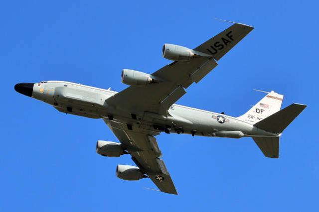 解放军西沙军演之际,美军侦察机又现身台湾附近,随后还飞往南海