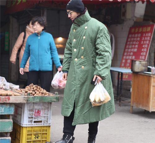 军大衣发明100多年,曾在中国风靡一时,为啥07年被我军淘汰?