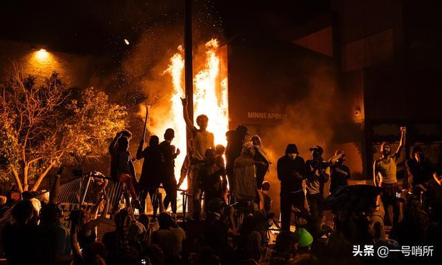 """年度""""景观"""":美国山火再次爆发,犹如人间炼狱"""