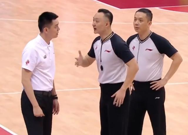 裁判观摩辽宁,杨鸣望重罚替补席和假摔,艾伦请求别给T,怎么看?
