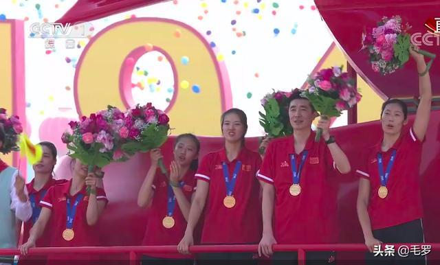 中国女排登上最后一辆祖国万岁花车,为祖国庆生,此刻你是什么心情?