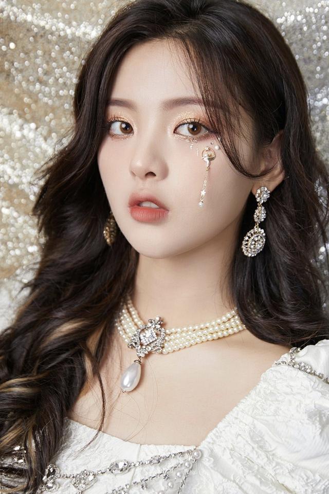 靠天賞飯楊超越,少一條珍珠項鏈,還能成為MiuMiu貴族小公主嗎?