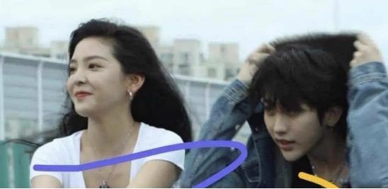 蔡徐坤新歌MV女主曝光,眼神甜腻互动引人遐想,女友粉坐不住了