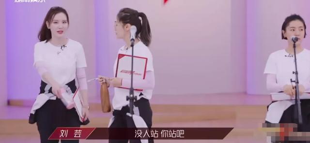 《姐姐》节目外才精彩!张萌刘芸同台完秒变脸,刘芸合影只P自己