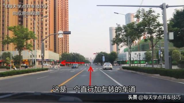 车辆右转弯如何让直行车道