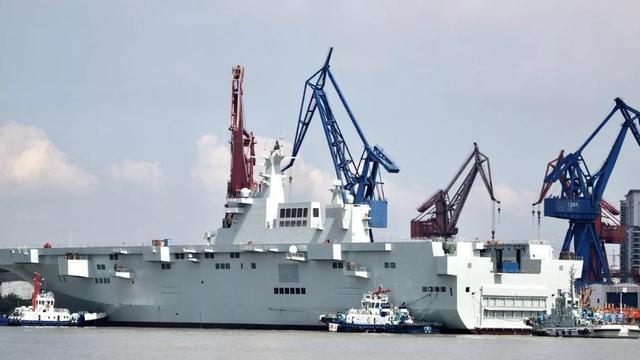 075传来海试好消息,舷侧火力软硬齐备,专门克制超音速反舰导弹