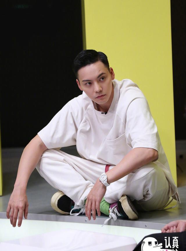 """陈伟霆最新时尚大片,短发造型man到爆,硬朗帅气在线""""撩""""人"""