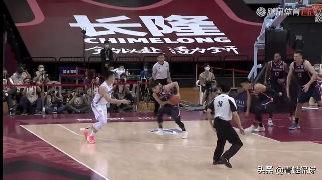 半场0分1板2助攻,同时还有5次失误的赵睿成广东男篮获胜的X因素