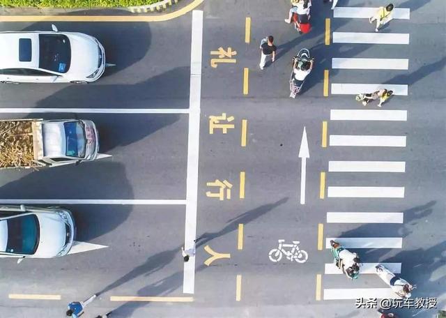 机动车遇到行人需要礼让,那遇到骑自行车的人需要礼让吗