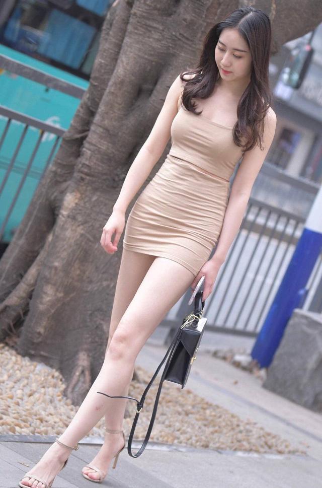 """网红街拍穿什么?扔了烂大街的""""短T+短裤"""",告别审美疲劳"""