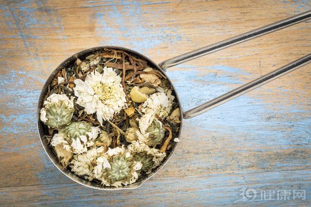 菊花和金银花能一起泡水喝吗
