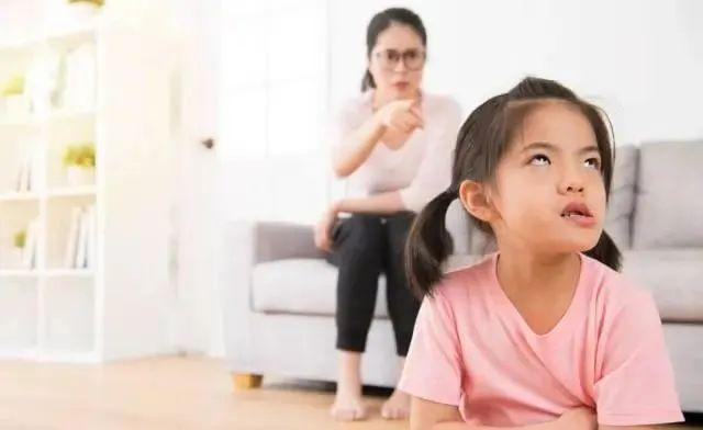 7岁女孩偷东西亲妈报警!全网都在拍手叫好,我却感到深深的担忧