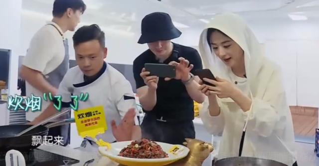 赵丽颖中餐厅首秀惊喜满满,干活管钱样样行,有一点被粉丝狂吐槽