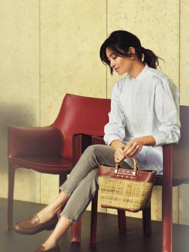 适合40+女人的白衬衫穿搭,日本时尚达人夏季这样穿,精致优雅