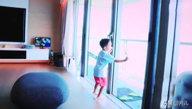 陈小春应采儿为大儿子庆生,数千万豪宅内景曝光,堪比小型游乐场